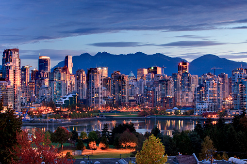 British Columbia「Vancouver skyline in front of North Shore Mountains」:スマホ壁紙(16)