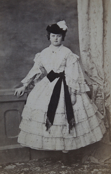 Belt「Lady With A Dark Hat And Light Dress And With Dark Belt Loop. Full Figure. About 1865. Photograph By Karl Emanuel.」:写真・画像(5)[壁紙.com]