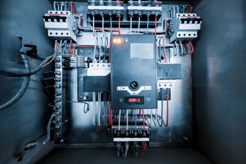 Circuit Board「wires in box」:スマホ壁紙(1)