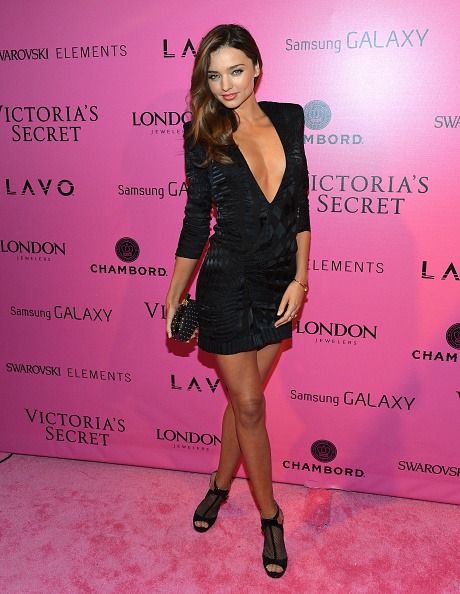 V-Neck「Samsung Galaxy Features Arrivals at the Official Victoria's Secret Fashion Show After Party」:写真・画像(0)[壁紙.com]