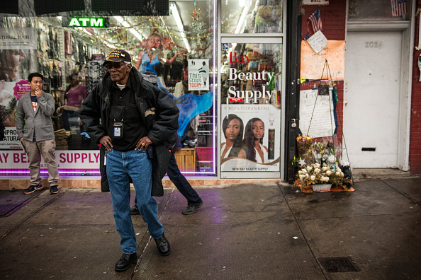 Standing「Grand Jury Declines To Indict NYPD Officer In Eric Garner Death」:写真・画像(19)[壁紙.com]
