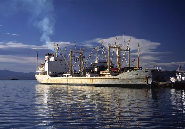 Fumes「Freighter - harbour of Puerto Deseado - region of Patagonia - Argentina」:写真・画像(10)[壁紙.com]