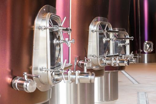 Nouvelle-Aquitaine「Modern wine making machinery, Saint Émillion」:スマホ壁紙(9)