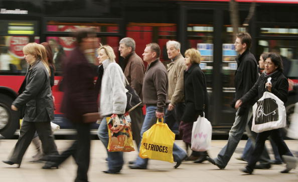 Street「Christmas Shoppers Hunt For Last Minute Gifts」:写真・画像(3)[壁紙.com]