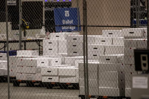 Philadelphia - Pennsylvania「Mail-In Ballot Counting Continues In Philadelphia」:写真・画像(0)[壁紙.com]