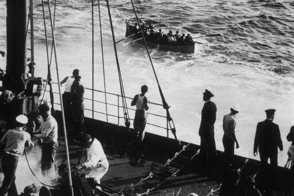 Black And White「Seamen Rescued」:写真・画像(7)[壁紙.com]
