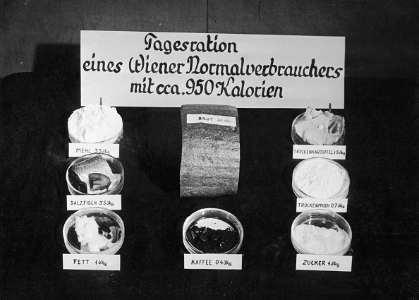 Unhealthy Eating「Daily ration of an average consumer in Vienna」:写真・画像(9)[壁紙.com]