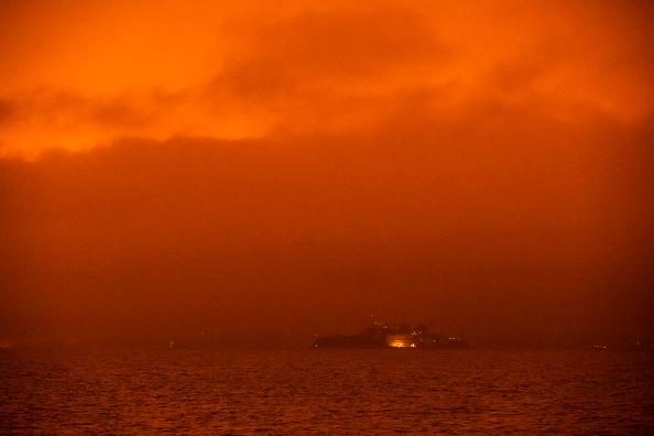 San Francisco-Oakland Bay Bridge「Wildfires Envelop San Francisco Bay Area In Dark Orange Haze」:写真・画像(19)[壁紙.com]