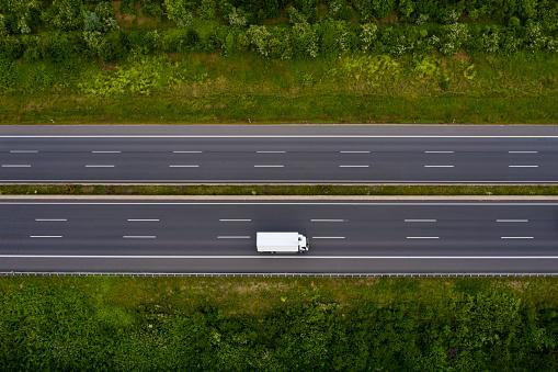 Traffic「Truck on motorway」:スマホ壁紙(2)