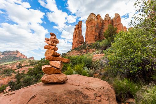 Sedona「Stack of rocks in desert」:スマホ壁紙(5)
