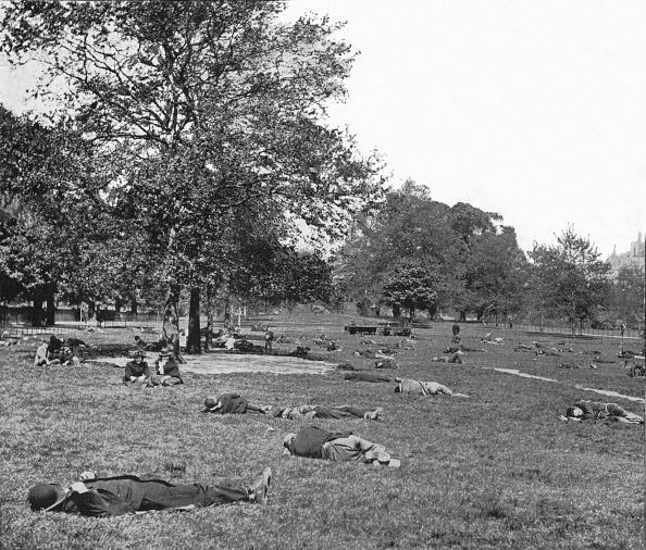 1900-1909「A summer afternoon scene in St James's Park, London, c1900 (1901)」:写真・画像(17)[壁紙.com]