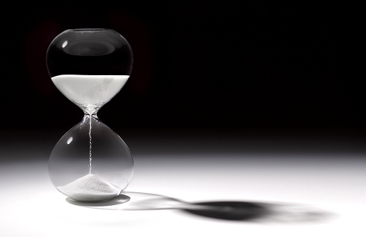 Anticipation「Hourglass time with sand running through」:スマホ壁紙(12)