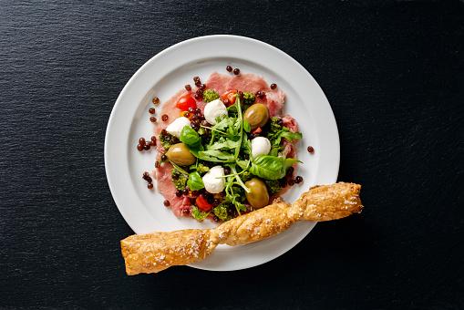 Denmark「Appetizer of; carpaccio, tomatoes,ruccola,pesto, mozzarella and balsamic vinegar caviar.」:スマホ壁紙(19)