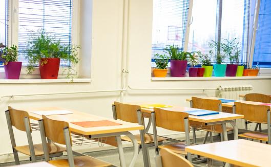 Educational Exam「Empty classroom」:スマホ壁紙(4)