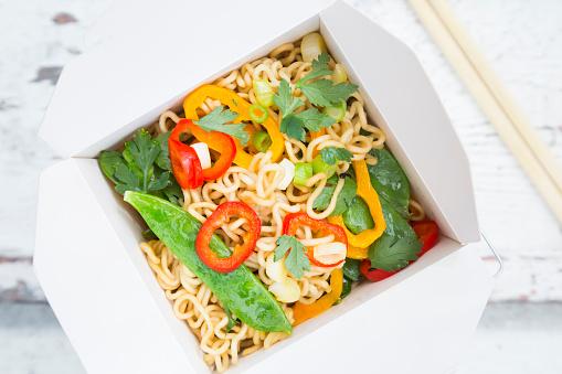 Chopsticks「Box of mie noodles with vegetables」:スマホ壁紙(17)