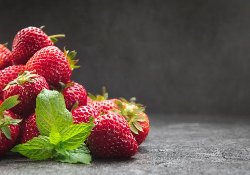 Mint Leaf - Culinary「Strawberries with mint leaf」:スマホ壁紙(3)