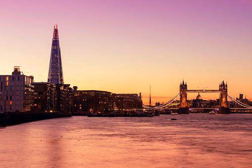 London Bridge - England「Tower Bridge and The Shard in London at twilight」:スマホ壁紙(11)