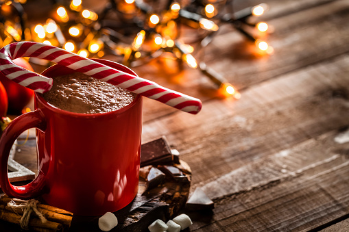 Candy Cane「Homemade hot chocolate mug with red and white candy cane on rustic wooden Christmas table」:スマホ壁紙(18)