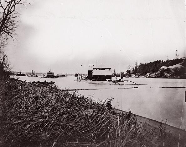 "Passenger Craft「Ironclad Fleet On James River Below Rebel ""Howlett House Battery」:写真・画像(4)[壁紙.com]"