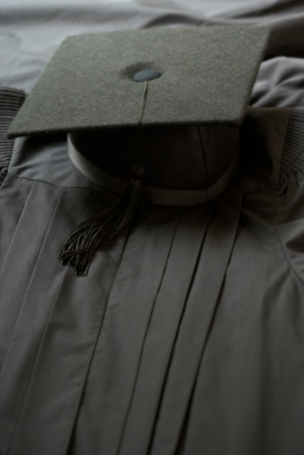 University Student「Graduation cap and gown」:スマホ壁紙(16)