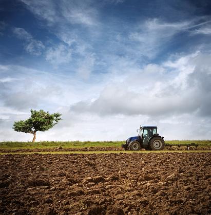 Plowed Field「Tractor Ploughing on the Field」:スマホ壁紙(16)