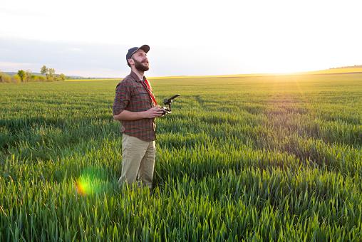 田畑「ドローンを使用して農家」:スマホ壁紙(12)