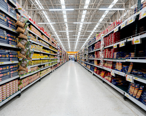 Groceries「Supermarket aisle with shelfs full of a variety of products」:スマホ壁紙(0)
