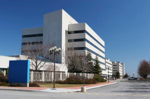 Medical Building「Modern Hospital Building with Sign」:スマホ壁紙(19)