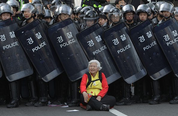 Riot Police「Korean Confederation Of Trade Unions (KCTU) Goes On Strike」:写真・画像(5)[壁紙.com]