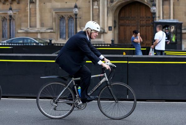 Riding「Boris Johnson Rides His Bicycle Past The Houses Of Parliament」:写真・画像(6)[壁紙.com]