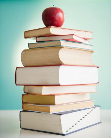 Intelligence「Apple on stack of books」:スマホ壁紙(9)
