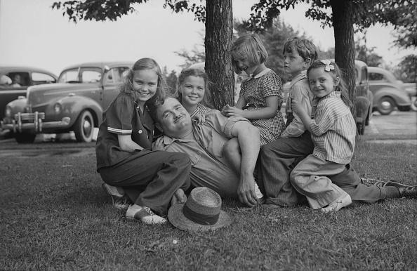 Grass Family「Children Sitting On Man」:写真・画像(19)[壁紙.com]