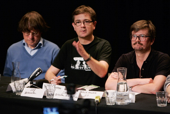 Charlie Hebdo「Charlie Hebdo First Team Meeting After Terrorist Attack」:写真・画像(18)[壁紙.com]