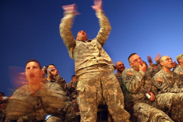 John Moore「Dallas Cowboys Cheerleaders Visit U.S. Troops In Baghdad」:写真・画像(3)[壁紙.com]