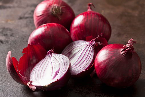 Spanish Onion「Whole and sliced red onions」:スマホ壁紙(12)