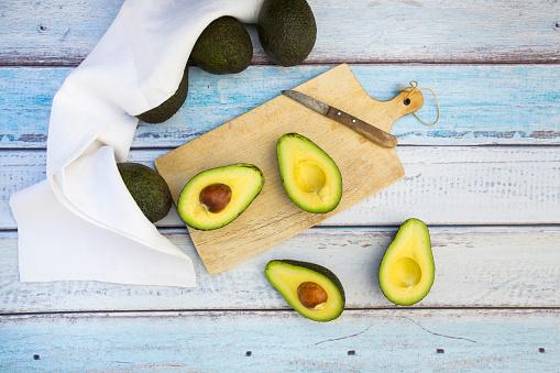 Avocado「Whole and sliced avocado」:スマホ壁紙(15)