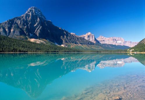 ケフレン山「Canada,Alberta,Banff Nat. Park,Mt Chephren reflected in Waterfowl Lake」:スマホ壁紙(13)