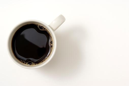 クローズアップ「絶縁ショットのブラックコーヒーのカップで白いバックグラウンド」:スマホ壁紙(9)