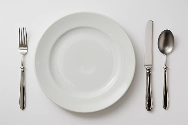 Isolated shot of plate with cutlery on white background:スマホ壁紙(壁紙.com)