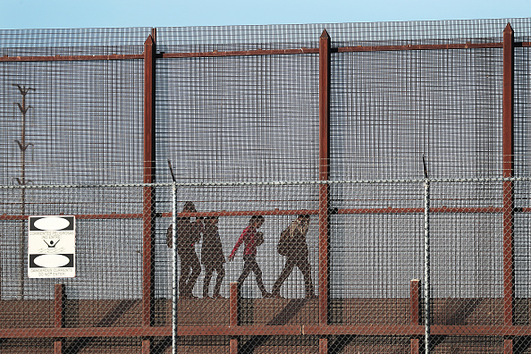 Southern USA「Record Number Of Migrants Stream Across U.S.  Border, Straining Resources」:写真・画像(17)[壁紙.com]