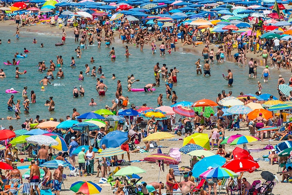 Tourism「Summer Holiday Season Begins And Tourists Flock To The Beaches In Spain」:写真・画像(3)[壁紙.com]