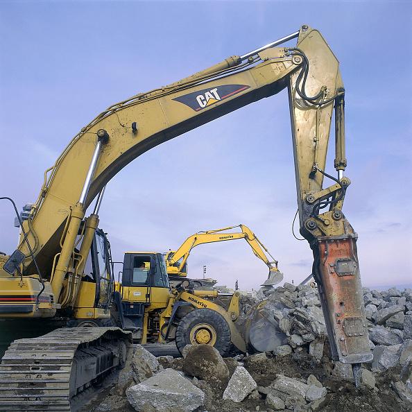 Effort「Hydraulic breaker attachment on Caterpillar excavator with Komatsu wheeled loader and excavator in background. John F Kennedy International Airport. New York, USA.」:写真・画像(4)[壁紙.com]