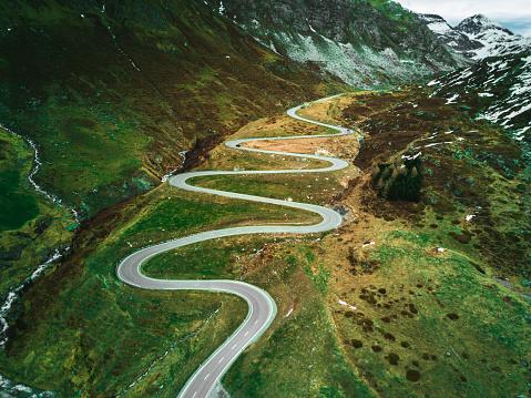 Hairpin Curve「julier pass road in switzerland」:スマホ壁紙(17)