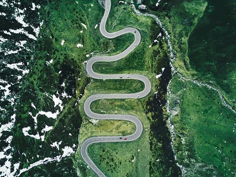 空撮「ユリアは秋にスイス連邦共和国では、道路を渡す」:スマホ壁紙(16)
