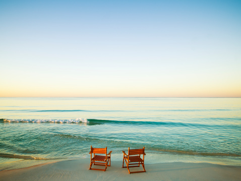 Remote Location「Wooden Chairs on Beach」:スマホ壁紙(0)