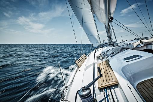 Ship「Sailing with sailboat」:スマホ壁紙(2)