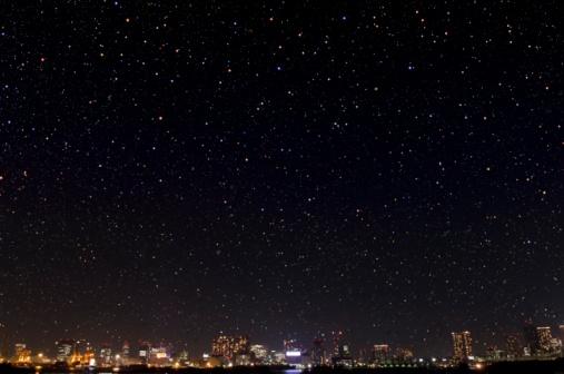 Tokyo - Japan「Buildings and a starlit sky in Shinagawa. Minato Ward, Tokyo Prefecture, Japan」:スマホ壁紙(17)