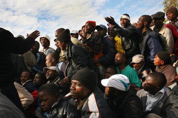 John Moore「Zimbabwaens Apply As Refugees In South Africa」:写真・画像(19)[壁紙.com]