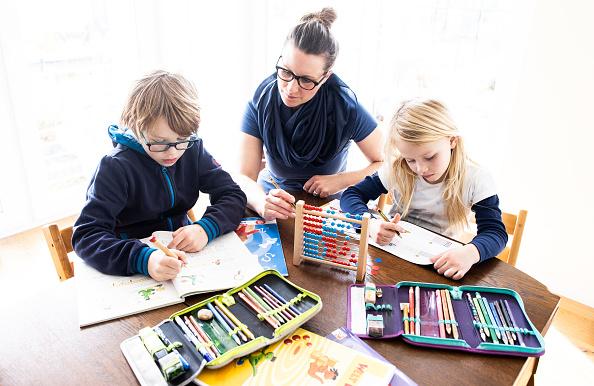 Parent「Schools Begin Closing Across Germany As Measures To Stem Coronavirus Spread」:写真・画像(19)[壁紙.com]