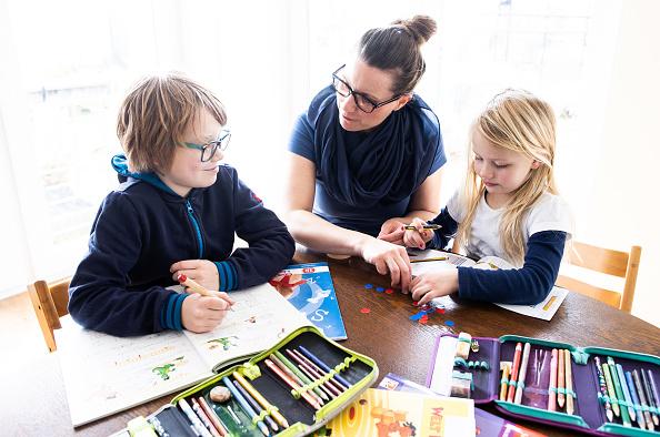 Assistance「Schools Begin Closing Across Germany As Measures To Stem Coronavirus Spread」:写真・画像(7)[壁紙.com]